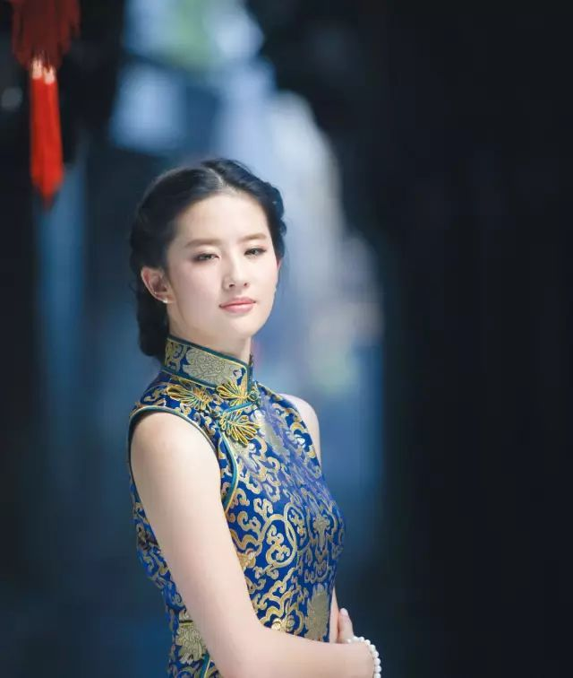 说起东方服饰文化,人们一定会想起含蓄隽永的旗袍,优雅灵动的和服,端庄闲雅的韩服,垂荡飘逸的奥黛……各