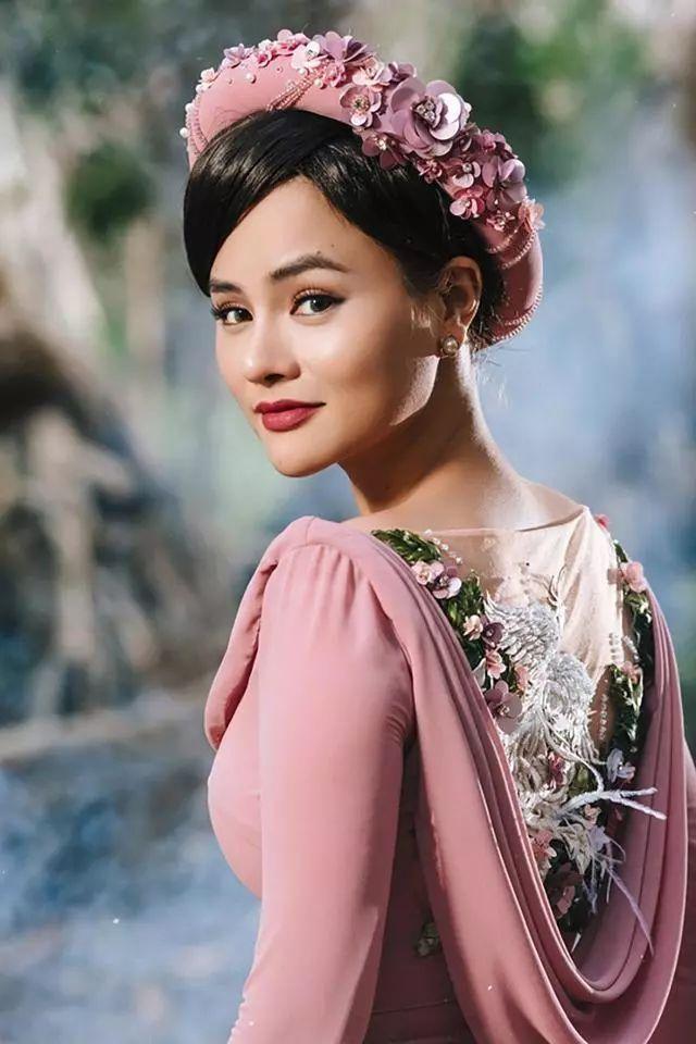 越南女孩穿上自己设计的奥黛礼服,太惊艳了!