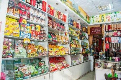 东兴越南特产一条街仿若在逛胡志明的滨城大市场